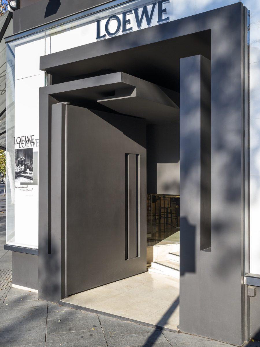 Painted iron door designed by Arturo Berned as a Loewe's store door