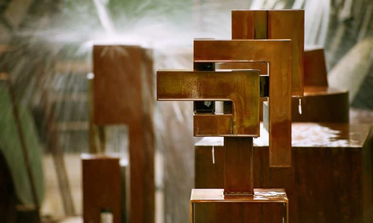 Piece of art from spanichs aculptor Arturo Berned made with corten steel