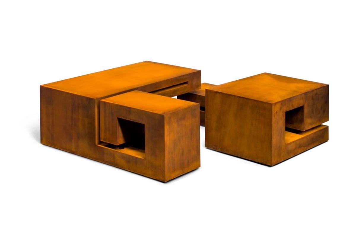 Caja con forma de mesa en acero corten con acabado oxidado