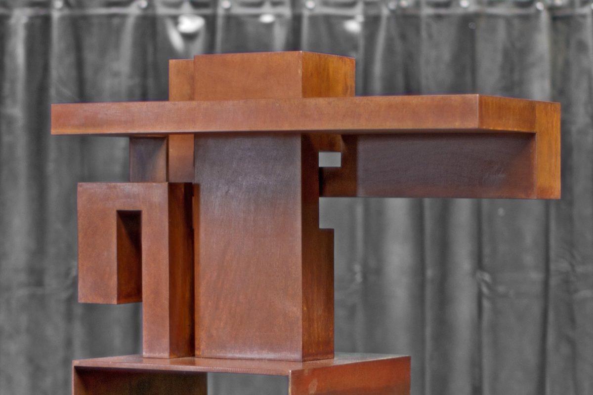 Constructivismo de Arturo Berned en caro corten oxidado