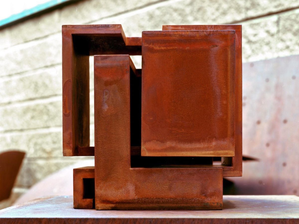 Geometric piece made with oxidized corten steel inspired by friendship