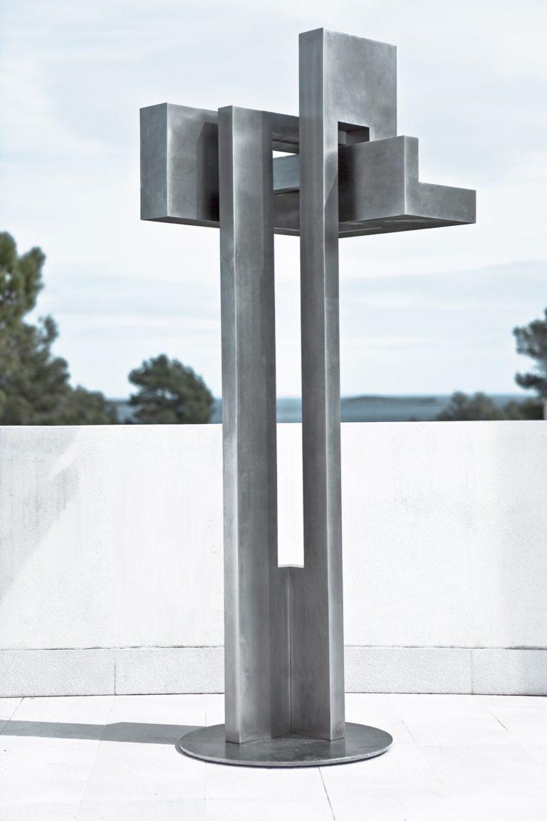 Escultura constructivista de Arturo Berned en acero inoxidable