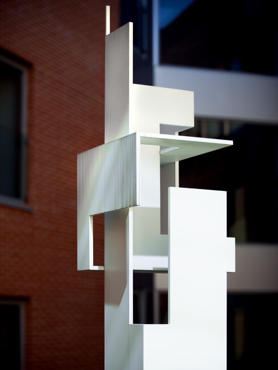 Dame sculpture, made with duraluminium with white lacquered finish