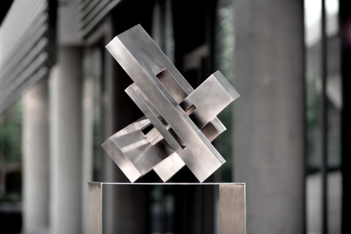 Stainless steel geometric head with polished finish