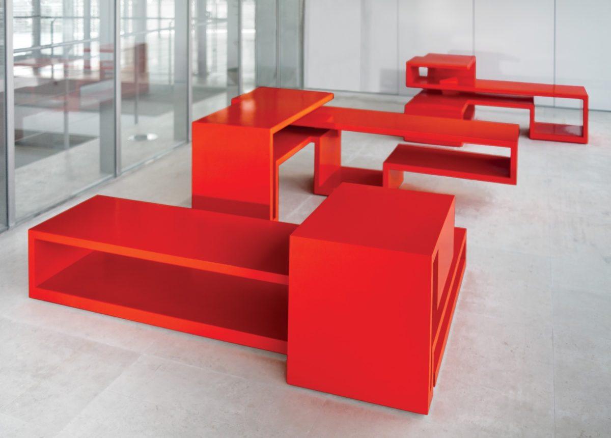 Mesa del escultor Arturo Berned en acero corten lacado en color rojo