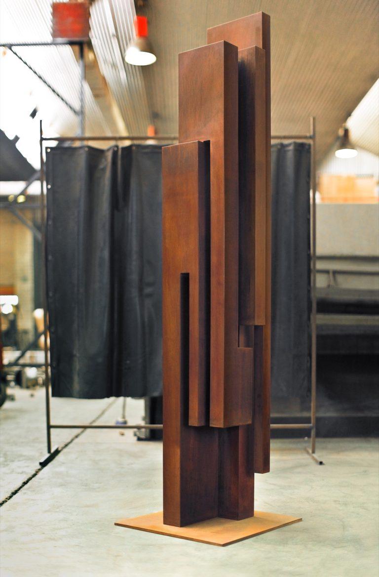 Corten steel column with oxidized finish