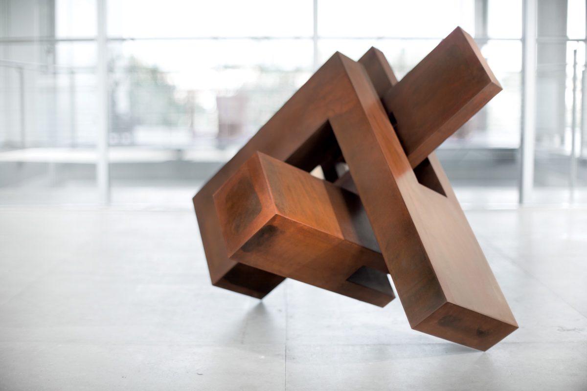 Obra de Arturo Berned en acero corten oxidado