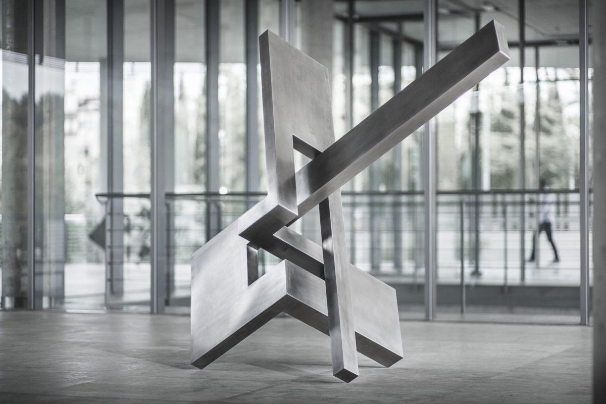 Escultura de acero inoxidable