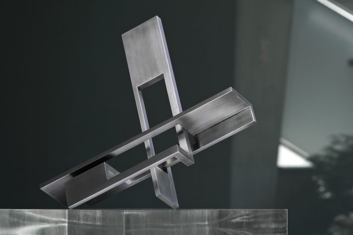 Geometric stainless steel head with polished finish