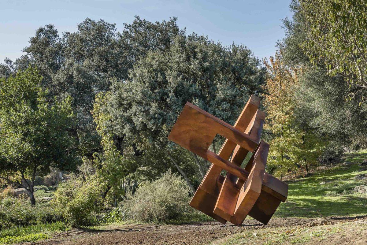 Escultura de acero corten de gran tamaño