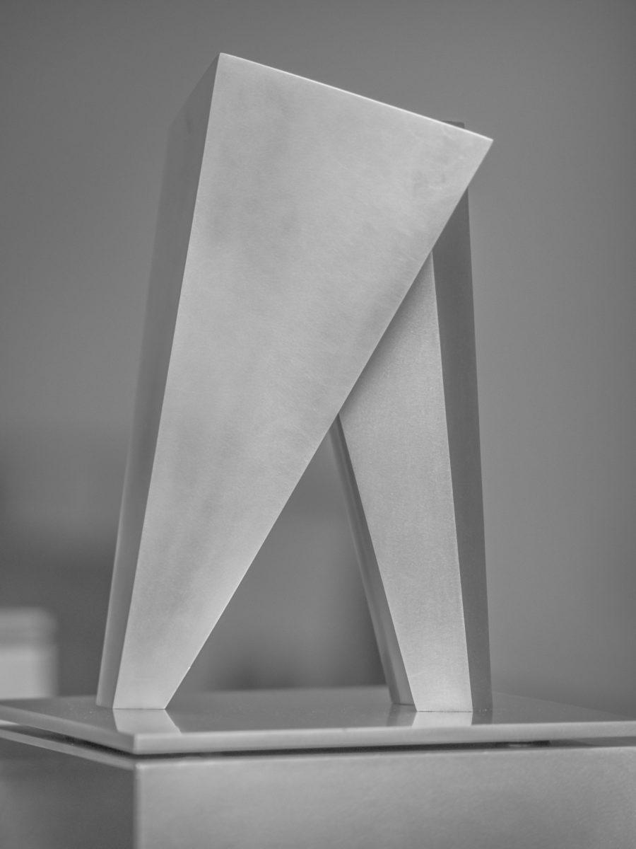 Escultura de Arturo Berned en acero inoxidable parte de la exhibición del Año Dual
