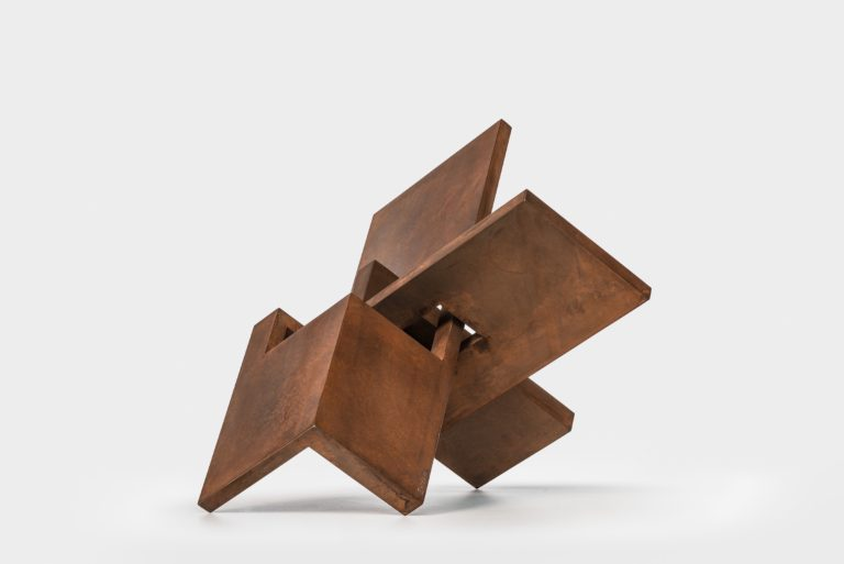 Arturo Berned's sculpture made with oxidized corten steel