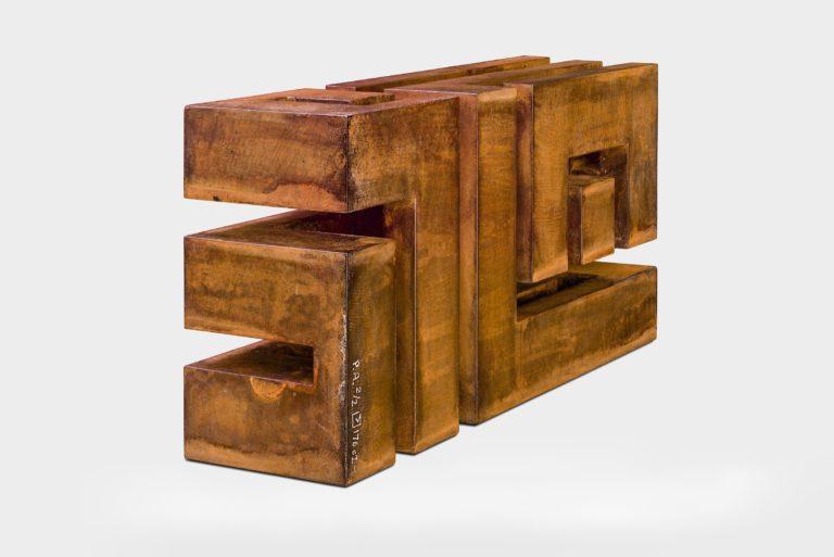 Gnomon de acero corten oxidado, por Arturo Berned