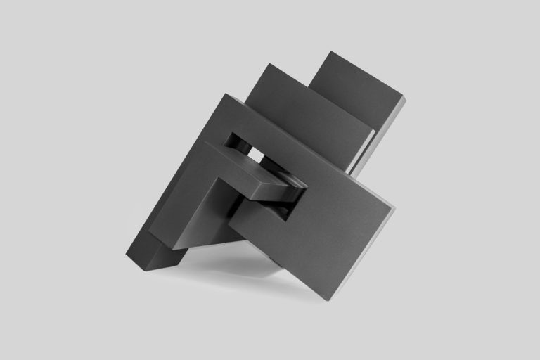 Escultura en acero corten y acabado de esmalte negro