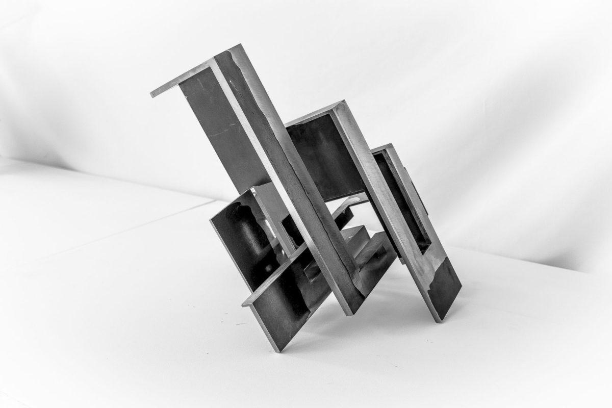 Obra del escultor español Arturo Berned en acero corten sin oxidar