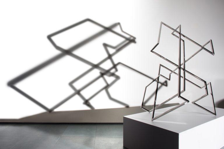 Escultura de Arturo Berned que busca el protagonismo de la sombra