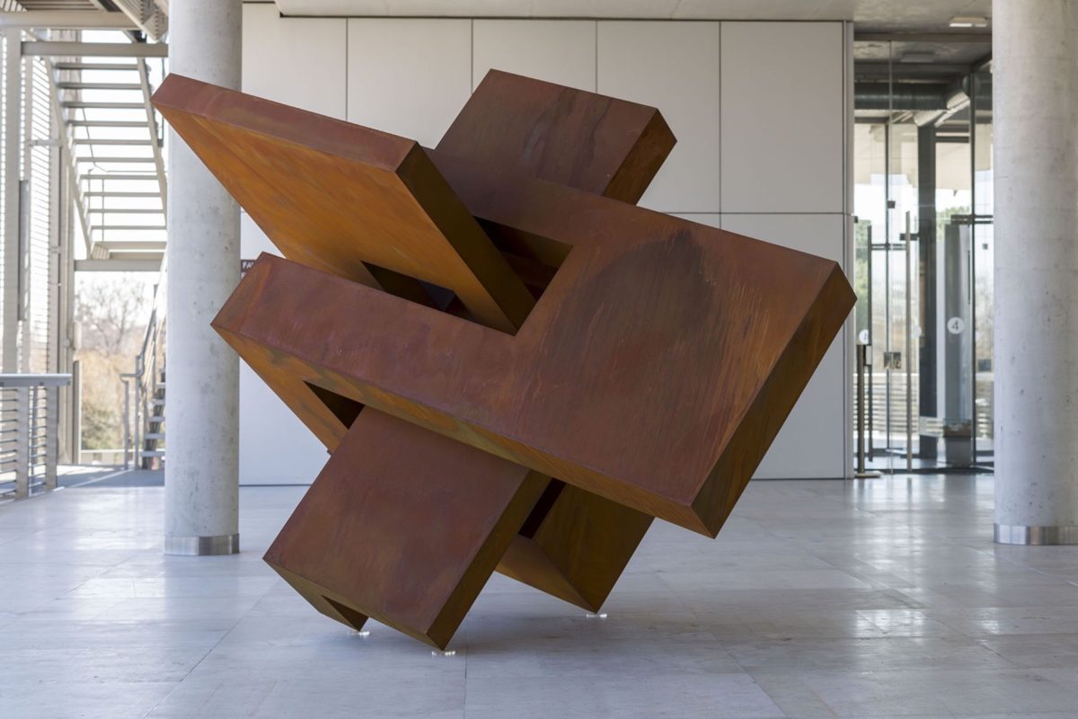 Escultura de acero corten con acabado encerado y oxidado
