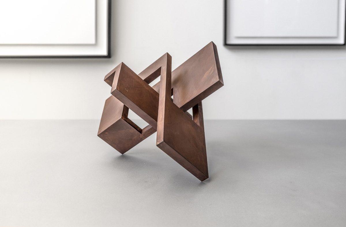 Escultura de Arturo Berned en acero corten y acabado oxidado