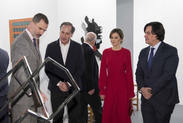 Arturo Berned en ARCO junto a Sus Majestades los Reyes de España
