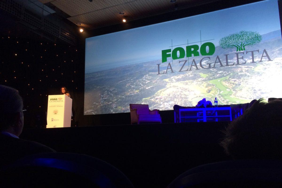 Arturo Berned hablando sobre arte y lujo en el Foro La Zagaleta