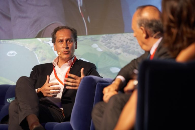 Arturo Berned participates in the conversations over art and luxury in the Forum La Zagaleta
