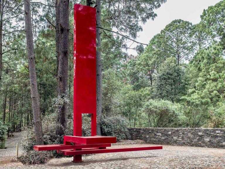 Vela de color bermellón instalada en México